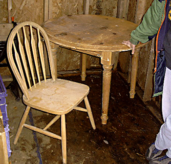 Round Pine Table and Two Chairs For Sale